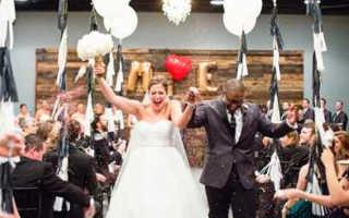 Как оформить свадебный зал шарами