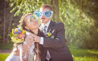 Шуточные подарки на свадьбу — что преподнести