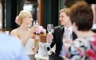 Какой тост говорить на свадьбе — советы и примеры