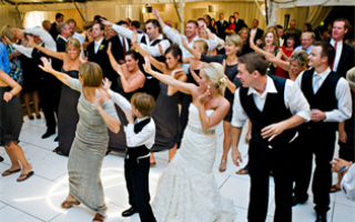 Танцы на свадьбе от друзей — поздравление, которое все запомнят