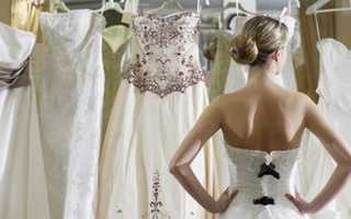 Кто обычно покупает платье невесте на свадьбу – о реальном положении дел