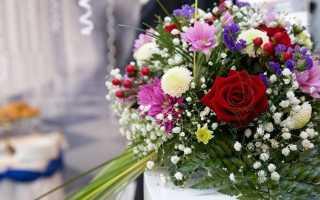 Какой букет подарить на свадьбу молодожёнам: основные варианты
