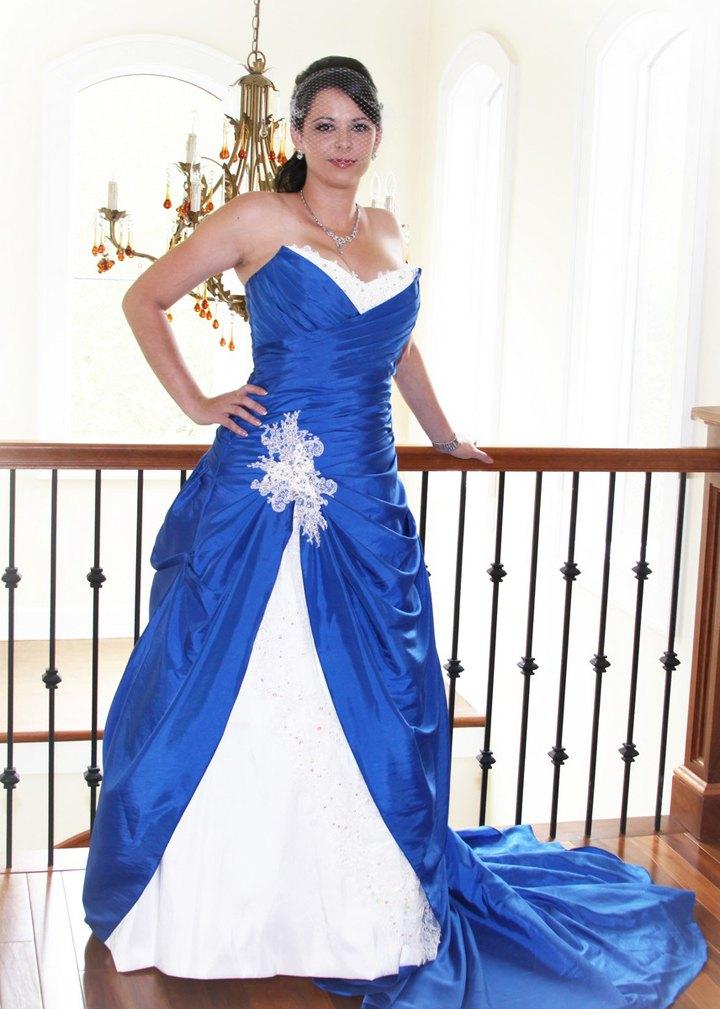 Сине-белое пышное платье