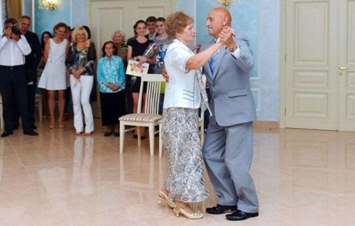 Свадебный танец сапфировых юбиляров