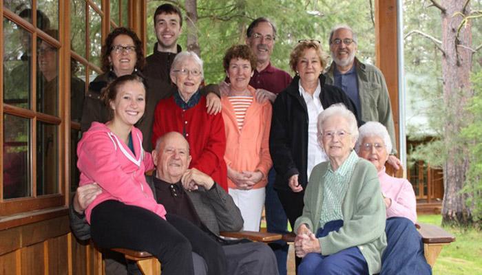 Дети и внуки юбиляров на 70 лет совместной жизни