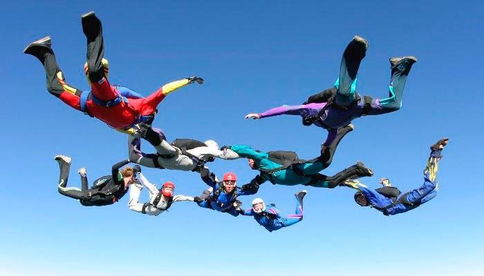 Прыжок с парашютом с друзьями