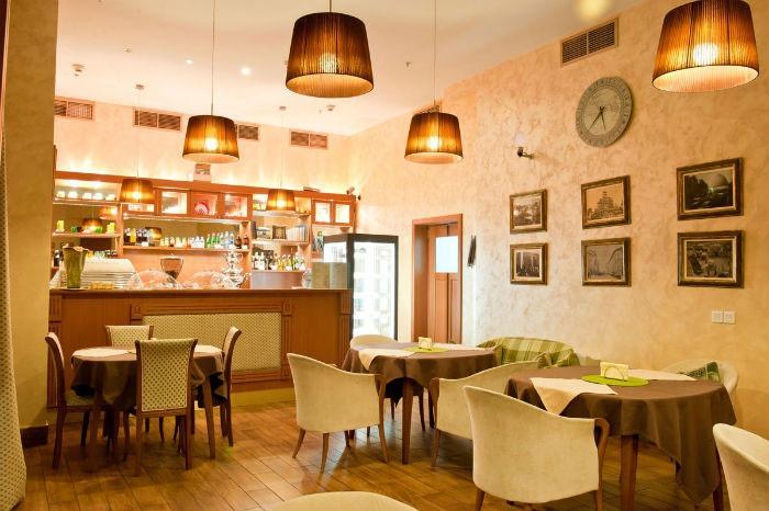 Интерьер ретро-кафе для вечеринки «под Тиффани»