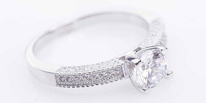 Помолвочное серебряное кольцо