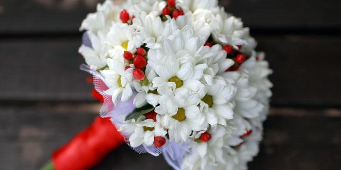 Букет невесты из белых ромашек