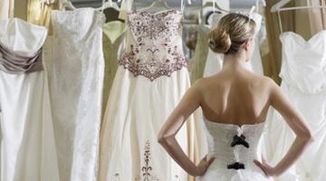 Невеста выбирает платье