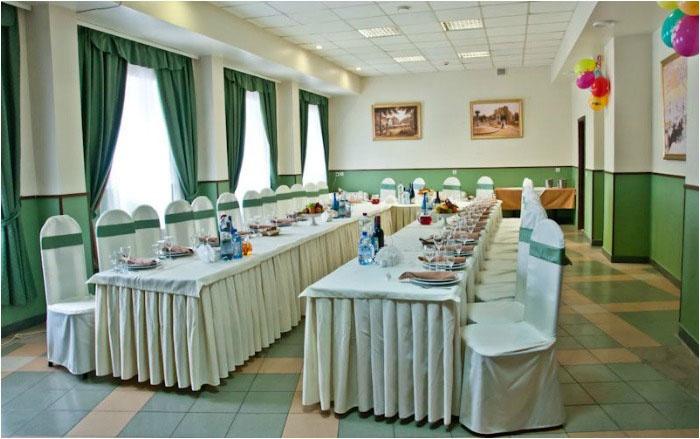 Подходящий зал для изумрудного юбилея