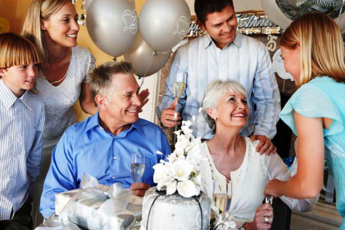Гости на тридцатилетнем юбилее семейной жизни