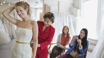 Примерка свадебного наряда