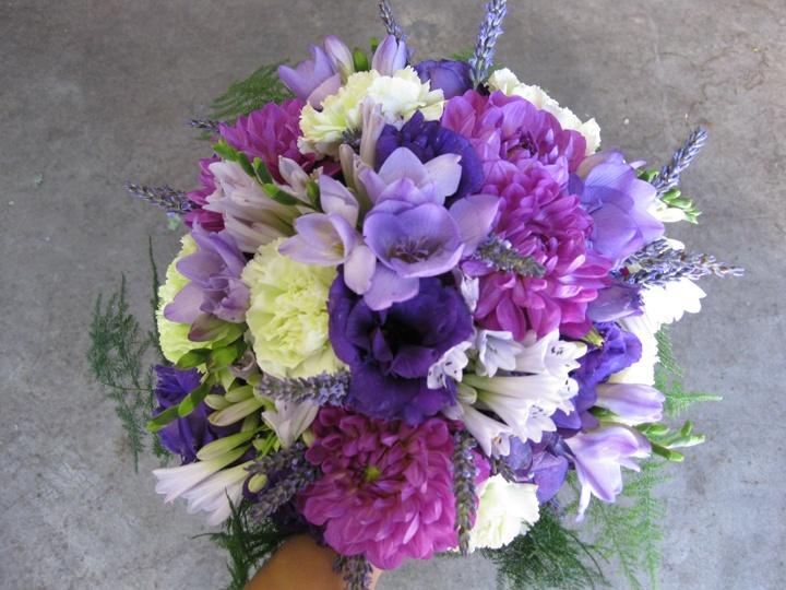 Хризантемы, гвоздики и другие цветы