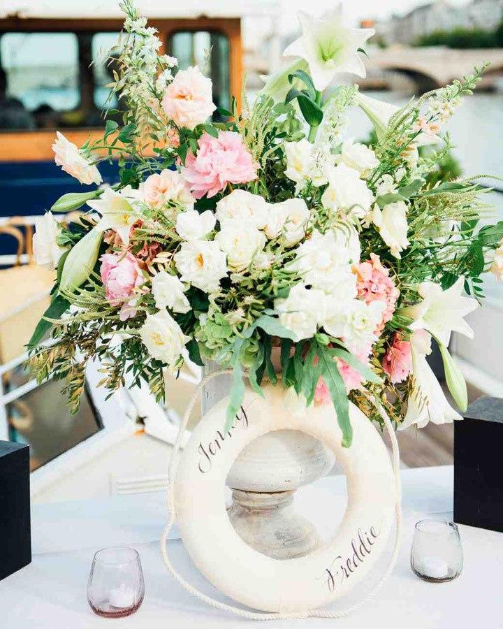 Украшение столов цветами