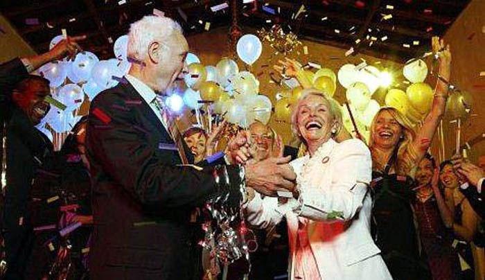 50 лет со дня свадьбы: осыпание блестками