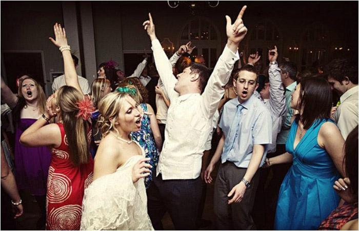 Танцы во время торжества