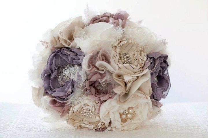 Из роз, сделанных из ткани