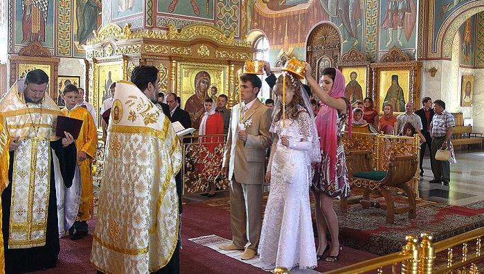 Жених с невестой ступили на плат