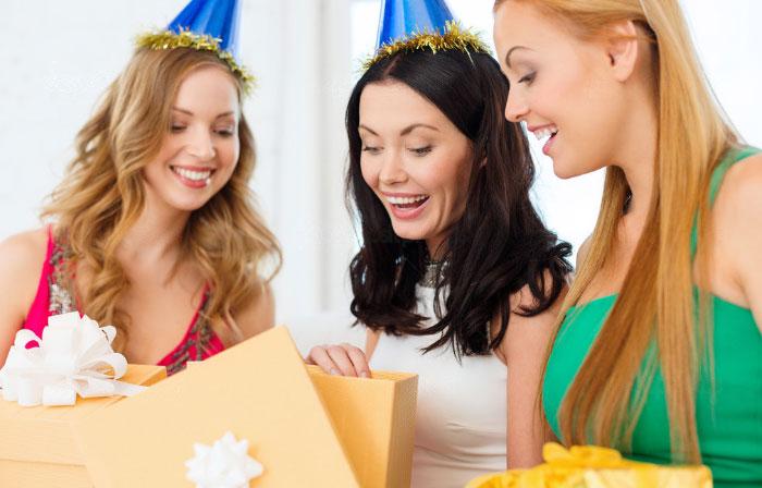 Практичные невесты оценят полезные подарки к девичнику