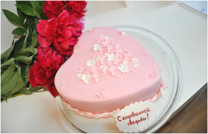 Торт-подарок юбилярам в день годовщины