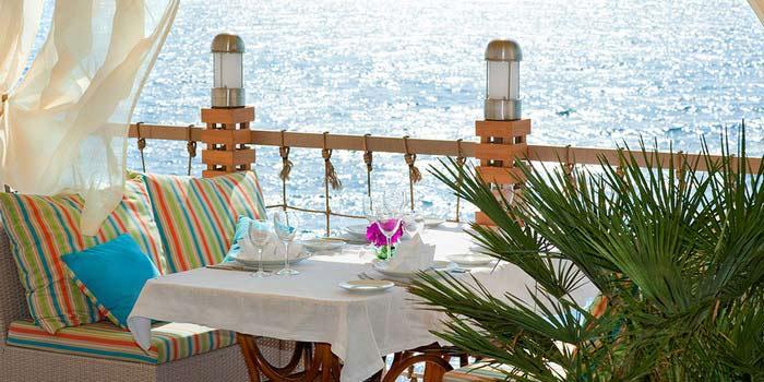 Рыбный ресторанчик на берегу моря для молодоженов