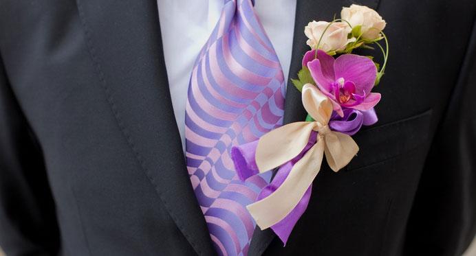 Как крепить цветы на свадебный пиджак