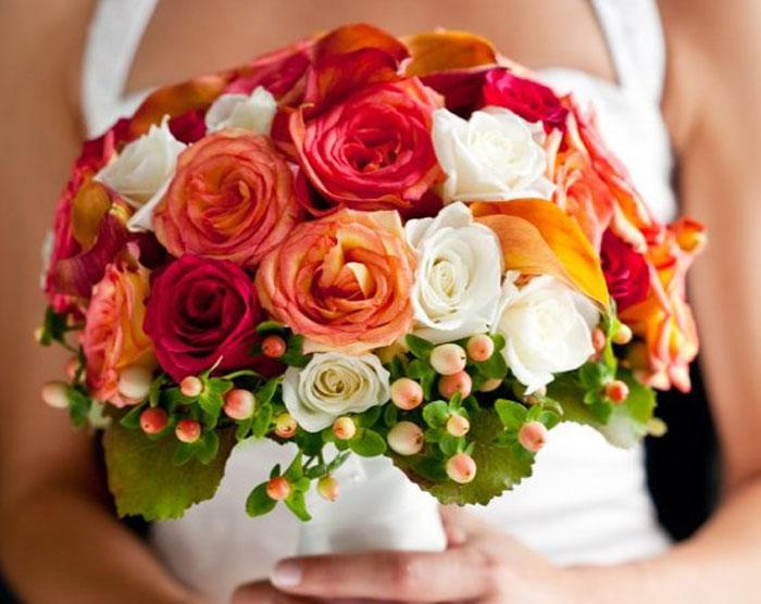 Букет из 23 роз на годовщину