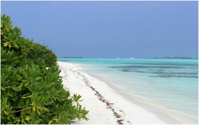 Необитаемый мальдивский остров Мааду