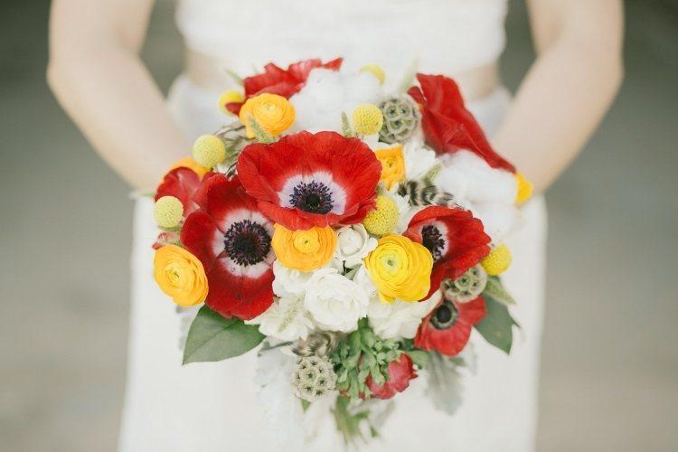 Свадебный букет с красными маками