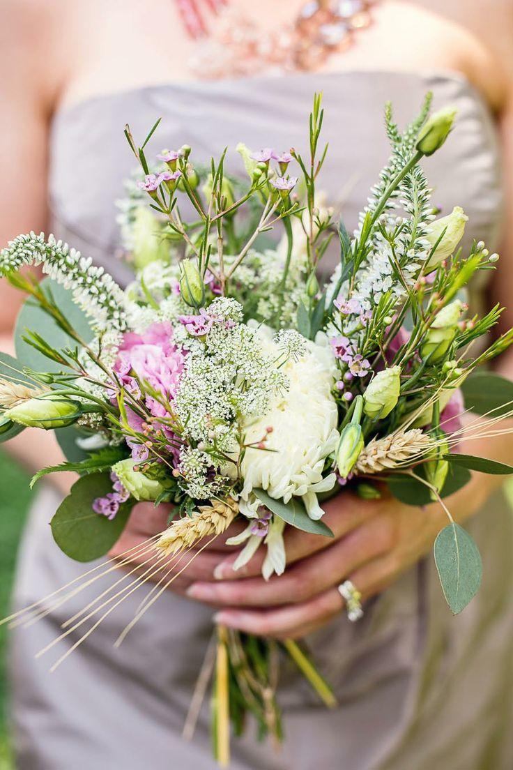 Красивый букет с полевыми цветами