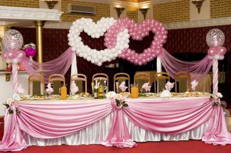 Свадебный зал с воздушными шарами
