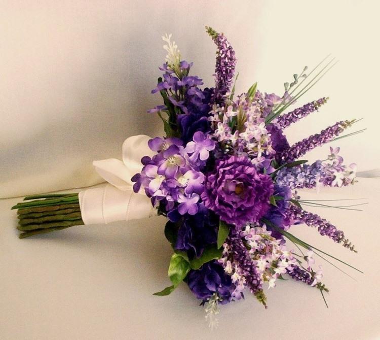 Букет с полевыми цветами и лавандой
