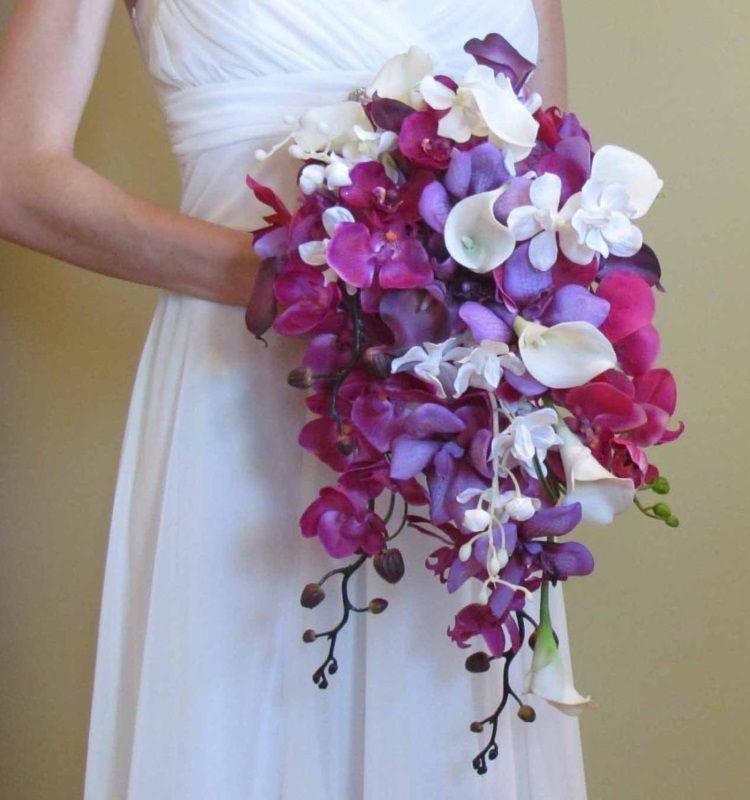 Каскадный букет с  лилиями