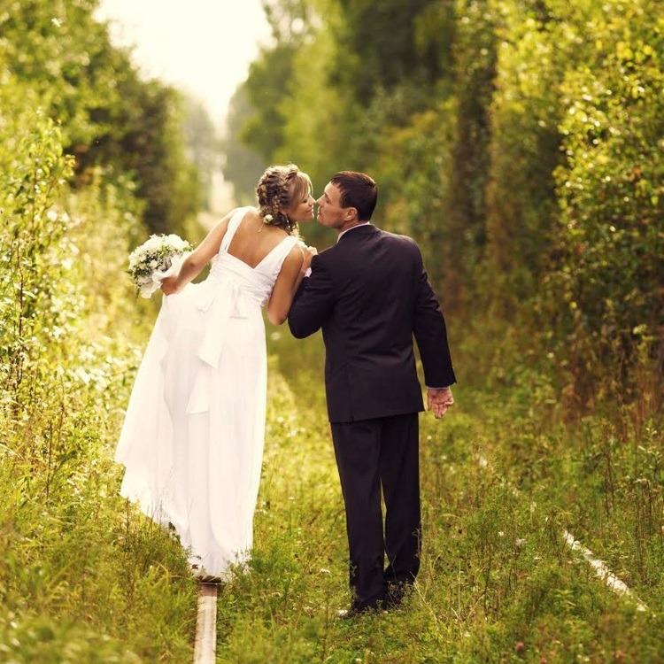 Свадебные фотографии на железной дороге