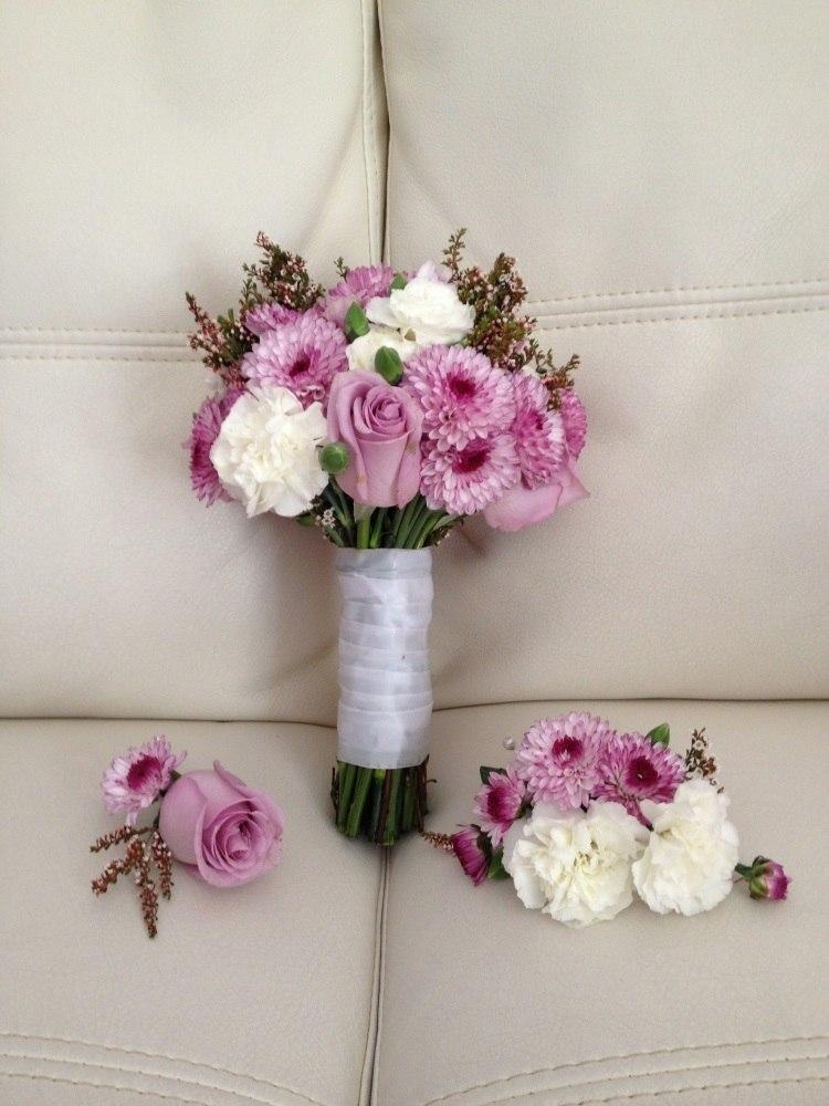 Сочетание с нежно розовыми розами