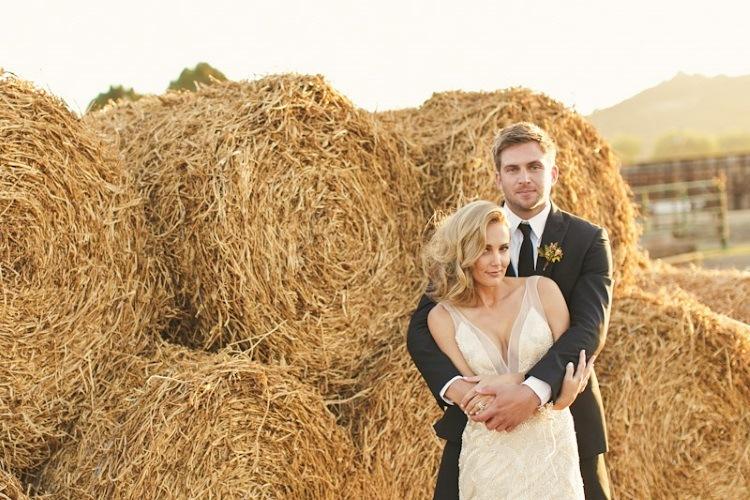 Свадебные фото на сеновале