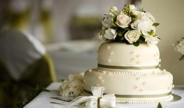 Свадебный торт с украшениями