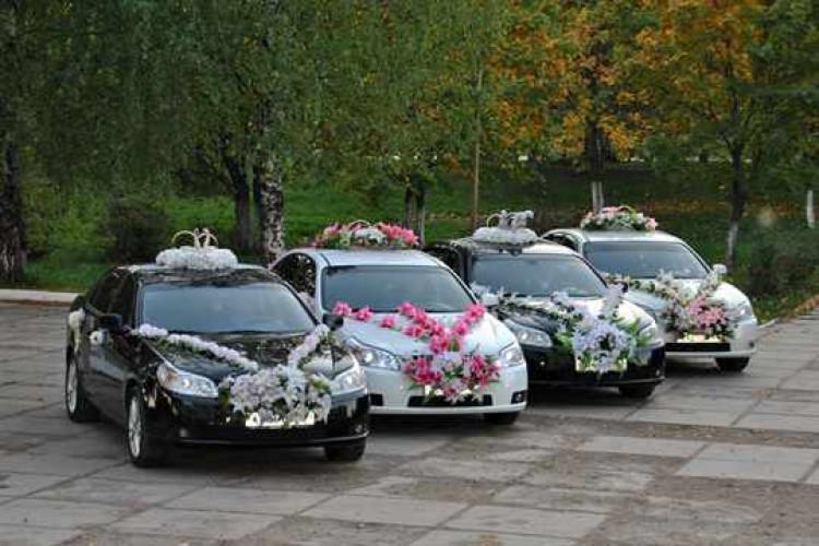 4 свадебных автомобиля