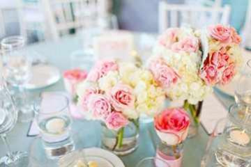 Оформление свадебного стола цветами