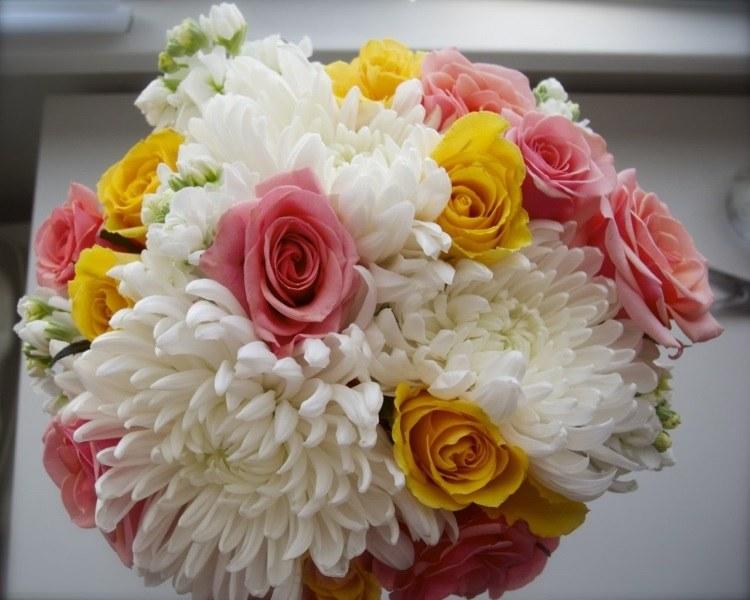 Сочетание жёлтого, белого и розового