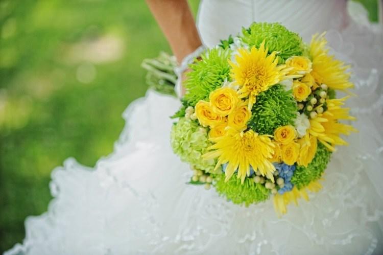 Букет с зелеными хризантемами